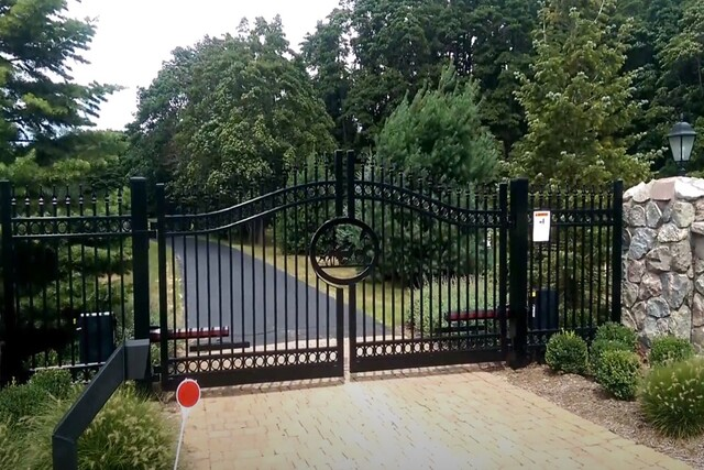Glendale Fence Install estate gate with gate operators