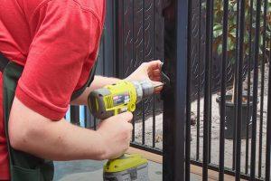 Glendale Fence Installation installing aluminum pool fence